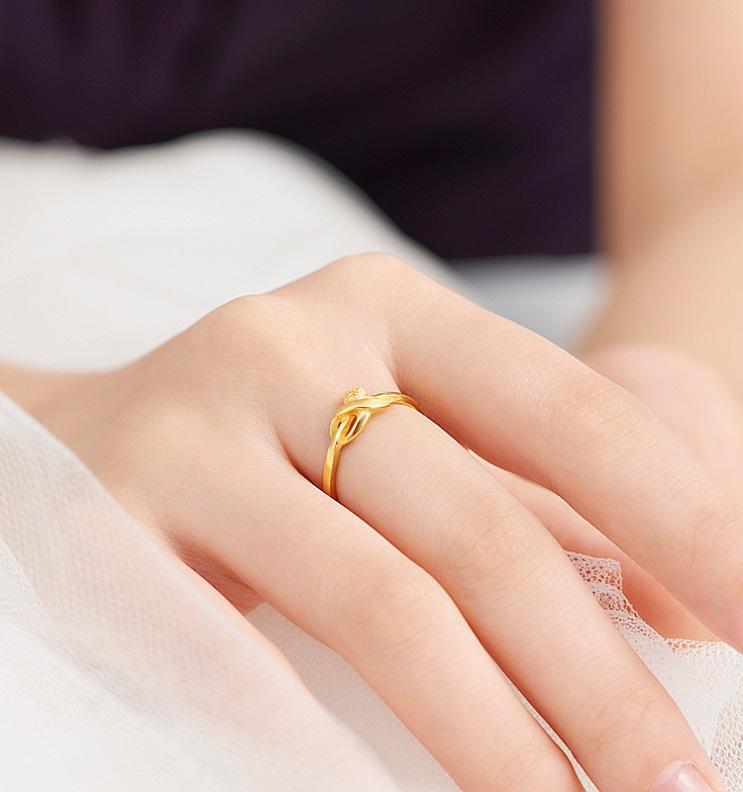 戒指模特摄影图