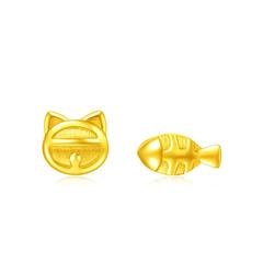 周大福 小貓魚足金不對稱耳釘