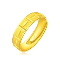 周大福简约时尚足金黄金戒指