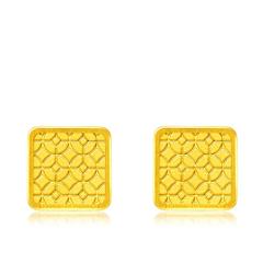 周大福元宝纹方形足金黄金耳钉