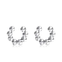 周大福个性C字母PT950铂金耳钉