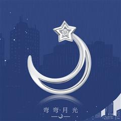 周大福 女神系列 弯弯月光18K金钻石耳钉(单只)